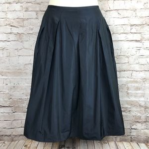 Vince skirt size 8 beautiful! Silky and pockets!